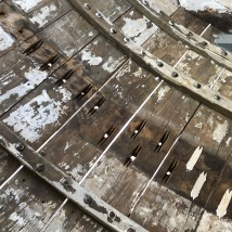 Mit Mini-Spot-Flicken die Lächer in den Blanken verschlossen.